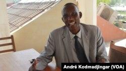 Dr Sitack Yombatina Béni, enseignant chercher, au Tchad, le 17 avril 2020. (VOA/André Kodmadjingar)