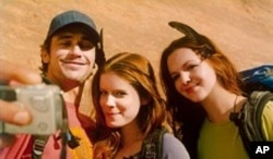 (Left to Right) James Franco, Kate Mara and Amber Tamblyn in 127 HOURS