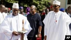 Shugaban Najeriya Muhammad Buhari da Yahya Jammeh yayin ziyarsu ta biyu akan neman sulhu
