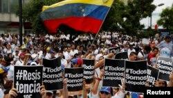 18일 베네수엘라 수도 카라카스에서 반정부 시위가 계속됐다.