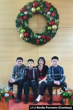 Hadi Purnomo (ayah), Mitchell Purnomo (adik), Li Li Purnomo (ibu), dan David saat Natal 2020.