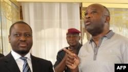 Tổng thống Côte D'Ivoire Laurent Gbagbo ([phải) và Thủ tướng họp tại dinh tổng thống ở Yamoussoukro hôm 18/2/2010
