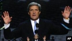 Senator Džon Keri kritikovao je spoljnopolitičku agendu republikanskog kandidata Romnija