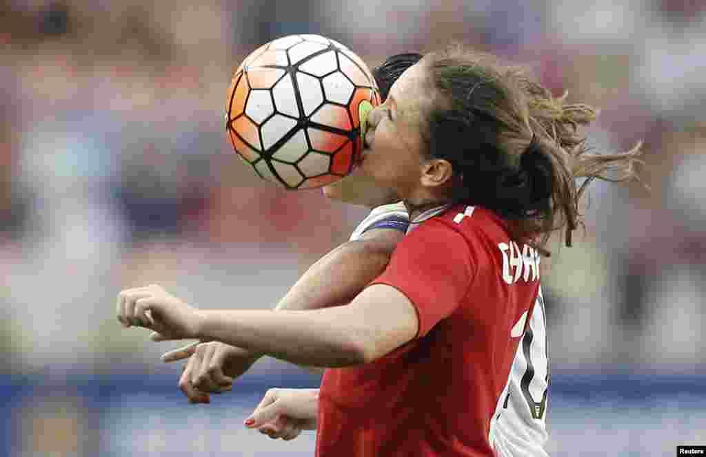 ہوسٹن میں خواتین اولمپک فٹبال ٹورنامنٹ میں امریکہ نے کینیڈا کو دو صفر سے شکست دے دی۔
