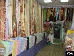 西伯利亚东部雅库特地区的一家中国商品店 (美国之音白桦拍摄)