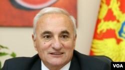 Tarzan Miloshevic, ambasadori malazez në Serbi