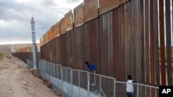 ټرمپ غواړي د مکسیکو سره سرحدي دیوال جوړ کړي