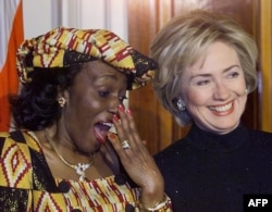 FILE - Nana Konadu Agyeman-Rawlings (L), wife of Ghana's President Jerry John Rawlings, speaks with first lady Hillary Rodham Clinton during an official state dinner at the White House, February 24, 1999.