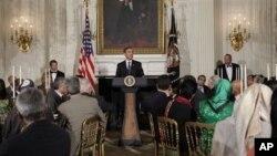 صدر براک اوباما بدھ کی شام وہائٹ ہاؤس میں افطار ڈنر کے موقع پر خطاب کررہے ہیں۔