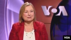 Bà Amanda Bennett, Giám đốc VOA.