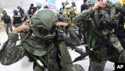 Στρατιώτες της Νοτίου Κορέας εν ώρα ασκήσεων.