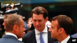 Perezida wa Komisiyo y'Ubulaya Donald Tusk avugana na perezida Emmanuel Macron w'Ubufaansa na Chancelier wa Otirishiya Sebastian Kurz