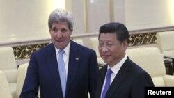 AQSh Davlat kotibi Jon Kerri Pekinda Xitoy Prezidenti Si Zinpin bilan uchrashmoqda, 17-may, 2015-yil