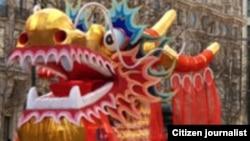 La danse du lion et du dragon dans les rues de Port-Louis, Ile Maurice