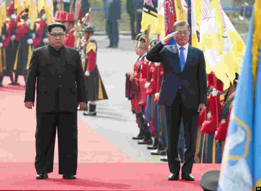 韩朝鲜领导人历史性会晤欢迎仪式