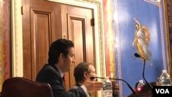 参议员沙茨在听证会上提问(美国之音黎堡2019年5月8日)