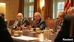 Президент США Джордж Буш-младший на совещании по устранению последствий урагана «Катрина»