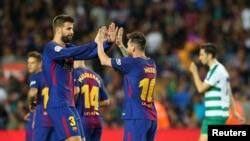 Gerard Piqué et Lionel Messi lors d'un match au Camp Nou, Barcelone, le 19 septembre 2017.