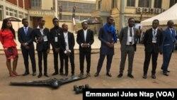 L'équipe de la start-up Will and Brothers, concepteur des premiers drones camerounais, le 19 février 2018. (VOA/Emmanuel Jules Ntap)
