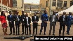 L'équipe de la start-up Will and Brothers, concepteur des premiers drones camerounais, le 10 février 2018. (VOA/Emmanuel Jules Ntap)
