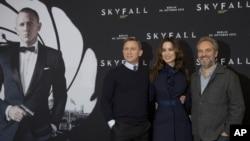 "Danijel Krejg, Berenis Marlo i Sem Mendez na premijeri ""Skajfol"" u Berlinu."