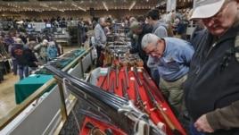 Debat mbi dyqanet e armëve