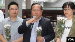 资料照:香港支联会主席何俊仁2019年五四百年在国殇之柱前讲话。