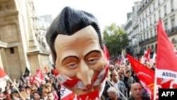 Fransız Petrol İşçileri Greve Son Verdi