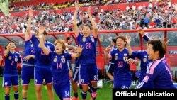 Kesebelasan putri Jepang setelah mengalahkan Inggris dalam semifinal Piala Dunia FIFA 2015. (Foto: FIFA)