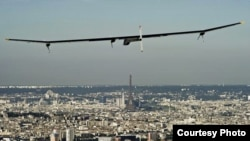 Solar Impulse flying over Paris in 2011. (© Solar Impulse | Jean Revillard )