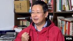 被北京大学解聘的敢言教授夏业良 (美国之音东方拍摄)