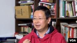 被北京大学解聘的敢言教授夏业良(VOA东方拍摄)