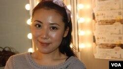 參演《在廣場放一朵小白花》的李欣怡認為,劇場有一種魔力