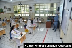 Simulasi sekolah tatap muka di SMPN 1 Surabaya. (Foto: Courtesy/Humas Pemkot Surabaya)