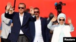 Le president Turc Tayyip Erdogan et sa femme Emine Gulbaran, Istanbul, 7 aout 2016