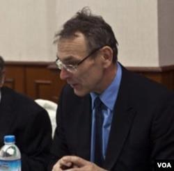 Komisaris Eropa untuk Pembangunan Burma, Andris Piebalgs di Rangoon (13/2).