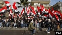 Las protestas antigubernamentales en Siria se iniciaron hace diez meses y han sido violentamente reprimidas por el gobierno de al-Assad.