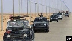 Forças rebeldes na conquista as posições controladas pelo antigo regime do Coronel Kadhafi