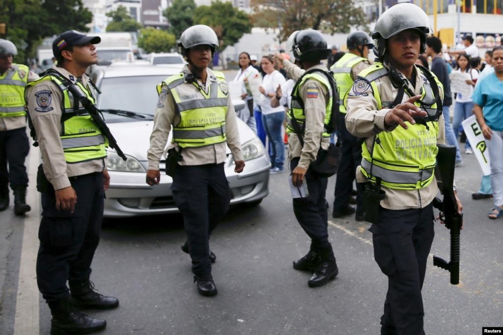 Protesta estudiantil en San Cristobal por aumento del pasaje (Fotos)