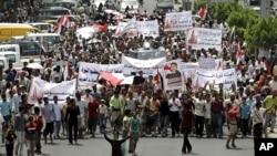 صالح کے بیٹے یمن چھوڑ دیں: ہزاروں کی ریلیوں میں مظاہرین کا مطالبہ