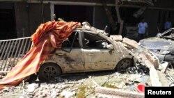 Jedan od automobila uništenih u današnjoj eksploziji u jugoistočnoj četvrti Damaska, Džaramana