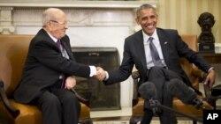Presiden AS Barack Obama (kanan) menerima Presiden Tunisia, Beji Caid Essebsi di Gedung Putih, Kamis (21/5).