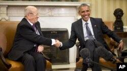 바락 오바마 미 대통령(오른쪽)이 21일 백악관에서 북아프리카 튀니지의 베지 카이드 에셉시 신임 대통령과 정상회담을 가졌다.