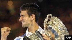 Novak Djokovic của Serbia giành chiến thắng trong Giải đơn Nam Vô địch Quần Vợt Mở Rộng Úc, đánh bại Andy Murray của Anh trong 3 set liên tiếp, ngày 30/1/2011
