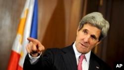 John Kerry redacta borrador de un acuerdo de paz entre Israel y Palestina el cual presentará en éste su décimo viaje a la región en un año.