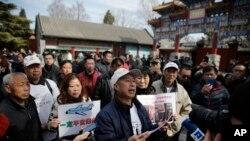 2016年3月8日,馬航MH370失踪航班死者家屬在北京舉行悼念儀式。