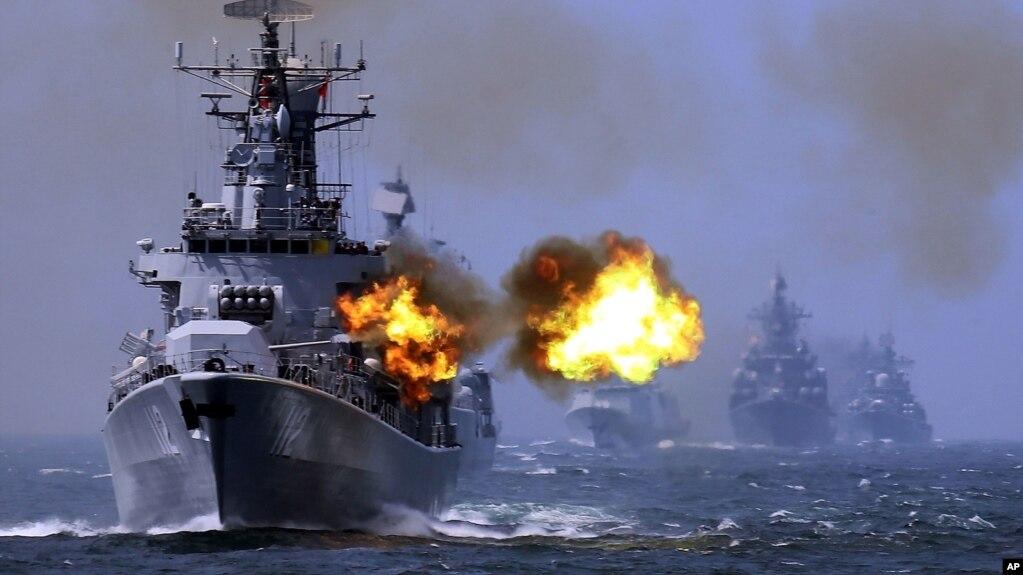 Một tàu khu trục được trang bị tên lửa dẫn đường của Trung Quốc tham gia cuộc tập trận chung với Nga năm 2014.