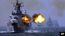 Tàu chiến Trung Quốc trong một cuộc tập trận trên biển. (ảnh minh họa)