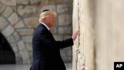 Presidenti Trump në Murin Perëndimor, një objekt i shenjtë për hebrejtë