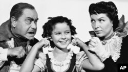 """Aktrisa Shirli Templ (o'rtada) """"Moviy qush"""" filmida, 1940-yil."""